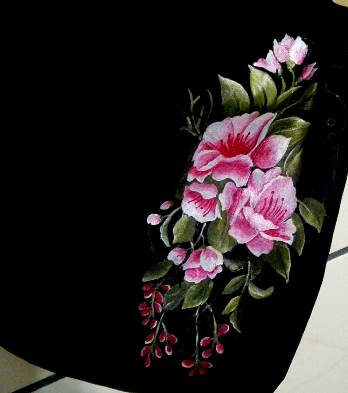 نقاشی گل رز روی مانتو
